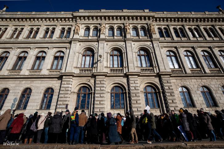 A Magyar Tudományos Akadémia (MTA) Duna-parti székháza