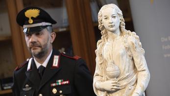 Olaszország nácik által zsákmányolt szobrot adott vissza