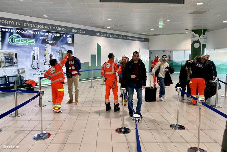 Vizsgalat: a bolognai reptérre érkező utasok lázát mérik (a Budapestről érkezőkét is)