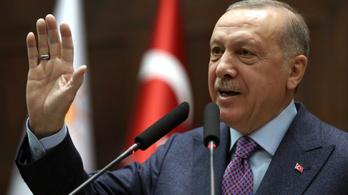 Erdogan Putyinnal, Macronnal és Merkellel akar dönteni Szíriáról