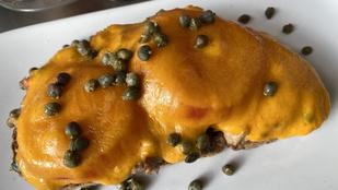 A tonhalkrém melegszendvicsen is finom – néhány perc alatt összedobod ezt az aszalt paradicsomos változatot!