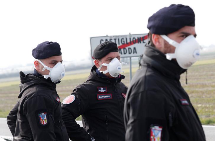 A tizenegy településre vezető utakat katonák és rendőrök őrzik