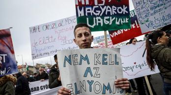 Sok ezren tüntettek, hogy a kormány se álljon a törvények felett