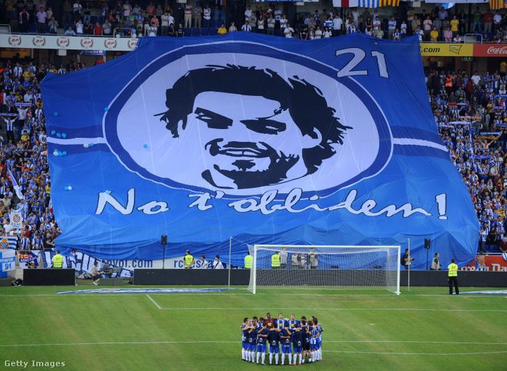 A spanyol játékosok egy perces néma csenddel emlékeztek Daniel Jarque-ra 2009. szeptember 12-én.