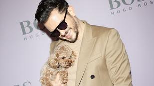 A nap képe: Orlando Bloom a kutyájához öltözött