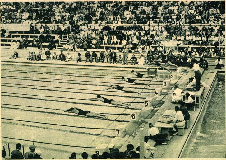 Az uszóolimpiász legizgalmasabb és legszebb versenyének startja: elindul a világ leggyorsabb hét úszója. Balról jobbra: Csik, a japán Taguchi, a német Fischer, az amerikai Fick, az amerikai Lindegreen, a japán Yusa és a japán Arai. Az asztalon áll az indító, oldalt ülnek a célbirák. Forrás: Pesti Hírlap 1936. 183. szám / Arcanum adatbázis