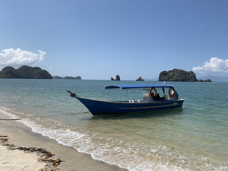 Malajzia északnyugati részén, az Andamán-tengerben elterülő Langkawi szigetcsoport egy kevésbé elturistásodott szeglete, a Tanjung Rhu