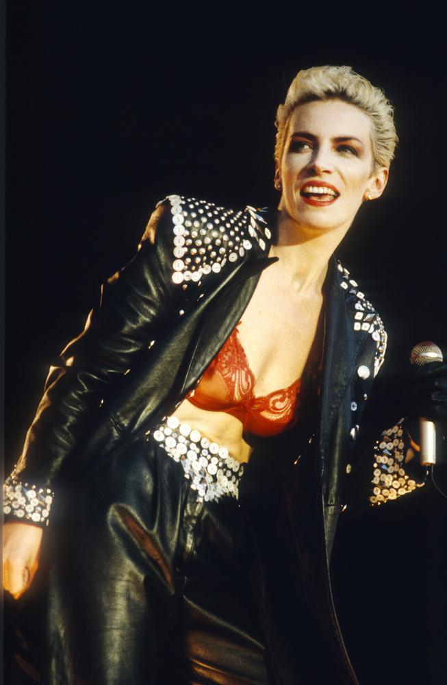 A 65 éves Annie Lennox 1982-ben alapította az Eurythmicst, melynek legnagyobb durranás a Sweet Dreams volt