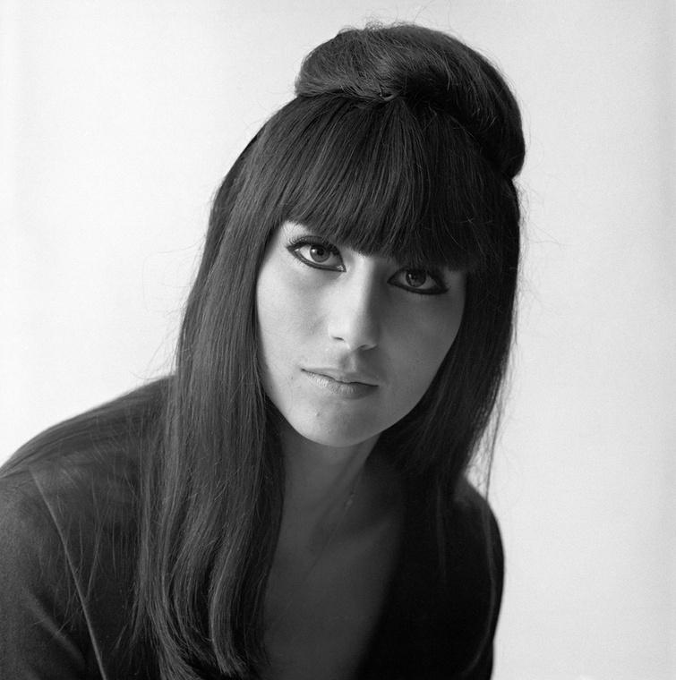 Ő pedig itt már Cher, 1964-ből