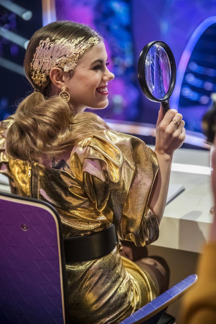 Ebben az arany szettben pompázott Csobot Adél az Álarcos énekes harmadik adásában.
