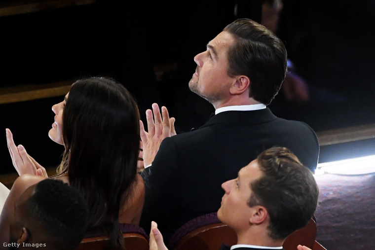 Kissé nagy a váltás az öltözékükben, ugyanis legutóbb még az Oscar-gálán láthattuk őket, ahová bár külön érkeztek, egymás mellett ülve nézték végig a műsort