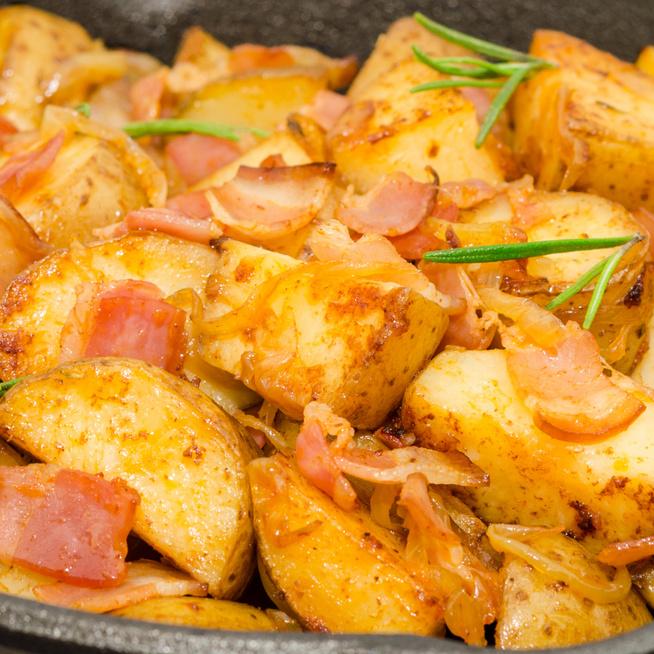 Sörben sült tepsis krumpli: nem csak puhább, sokkal ízesebb is lesz