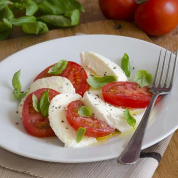 Az eredeti olasz caprese saláta receptje: villámgyors és egészséges