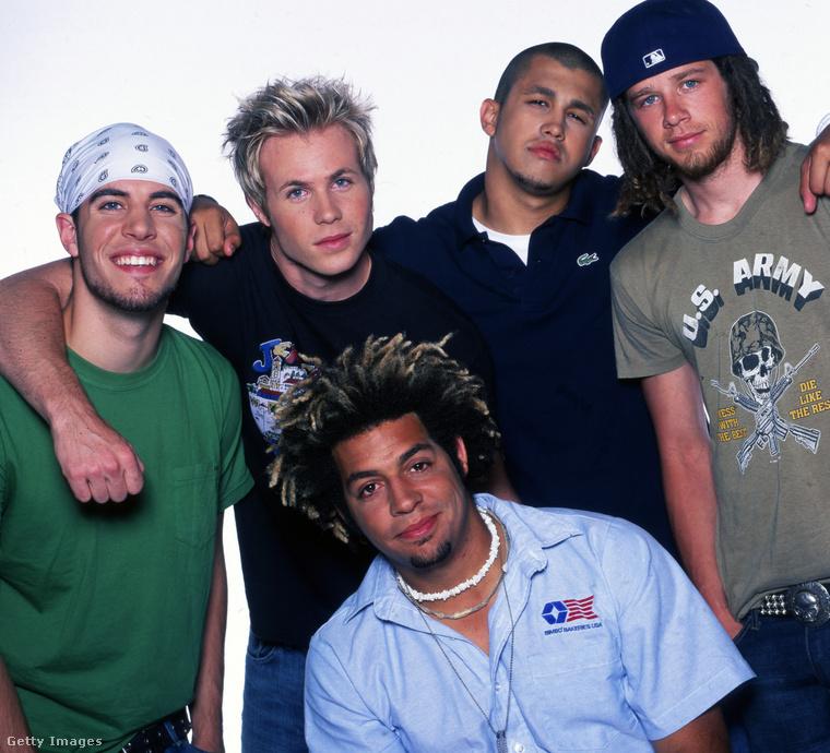 3. O-Town – 2000-ben már mindent vittek a tévés reality-vetélkedők, de még egy ilyen sem tudott ekkor tartós sikert csinálni a fiúcsapatból. Az MTV-n ment egy Making the Band című műsor, ennek során rakták össze az O-Townt.