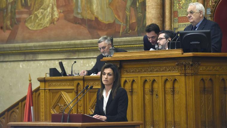 Varga Judit igazságügyi miniszter expozét tart a börtönzsúfoltsági kártalanításokkal kapcsolatos visszaélések megszüntetéséről szóló törvényjavaslat vitájában az Országgyűlés plenáris ülésén 2020. február 20-án.