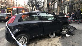 Oszlopnak ütközött egy autó az Erzsébet körúton