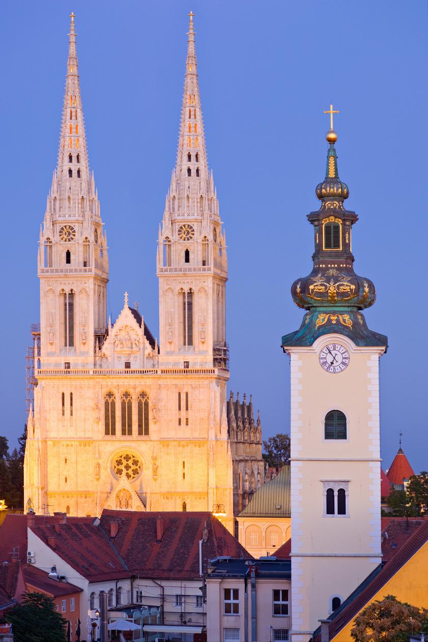 A város legmeghatározóbb látnivalója a Káptalandomb városrészben található Mária mennybemenetele székesegyház, közismert nevén a zágrábi katedrális, melyben Szent László palástját is őrzik.