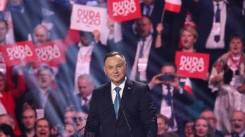 Lengyelország bevezette a rendszeres 13. havi nyugdíjat