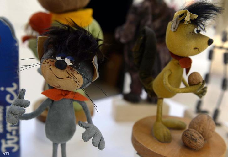 A Foky Ottó tervezte Mirr-Murr és Misi mókus figurái a Magyar Animáció 100 című kiállításon a Pesti Vígadóban 2015. február 10-én.