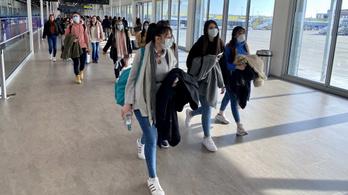 Holnaptól a Szöulból érkező utasokat is ellenőrzik a Liszt Ferenc repülőtéren