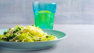 Serpenyős tészta cukkinivel, zöldborsóval glutén- és tejmentesen