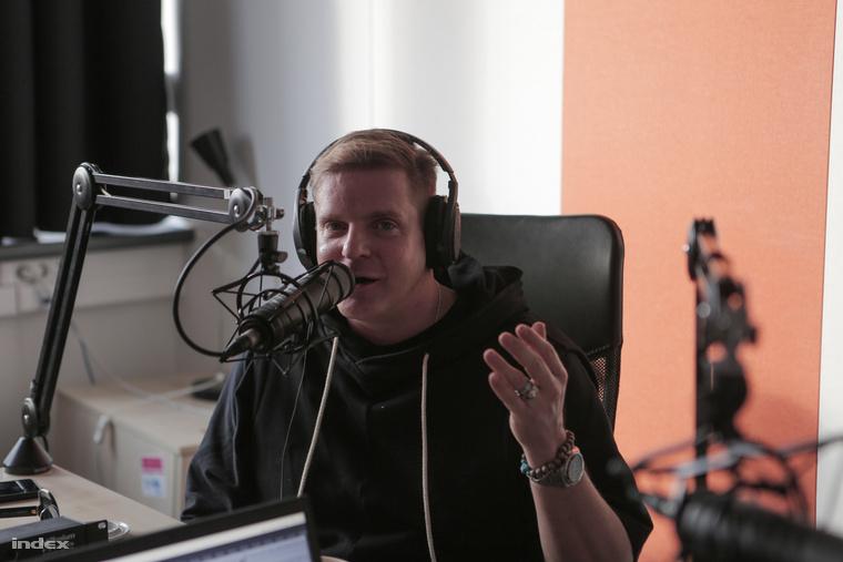Kajdi Csaba a Velvet podcast-sorozatában, a Kék Velvetben válaszol a kérdéseinkre.