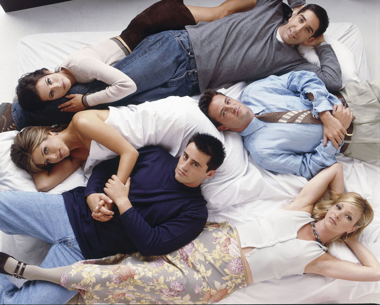 A 10 évadot megélt sorozatban olyan sztár vendégszereplők tűntek fel, mint Julia Roberts, Brad Pitt, Christina Applegate vagy Reese Witherspoon (róla később még lesz szó)