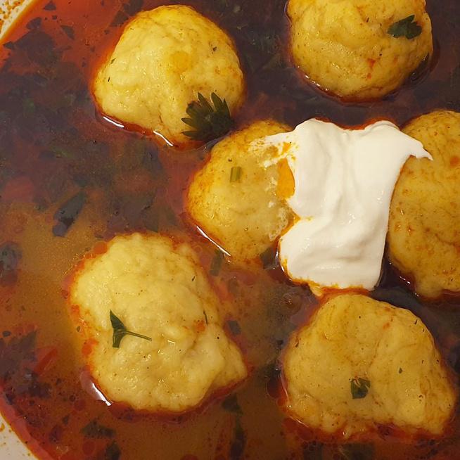 Krumpligombócos leves a mama régi receptje alapján – A hagyma és a zeller a leves lelke
