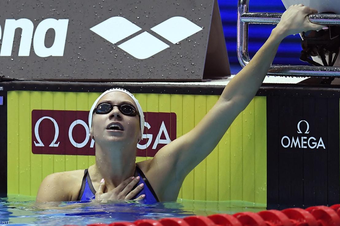 Kapás Boglárka a női 200 méteres pillangóúszás világbajnoki döntőjének megnyerése után a dél-koreai Kvangdzsuban 2019. július 25-én
