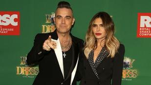 Ha meg szeretné nézni Robbie Williams pucér fenekét, jó helyre jött!
