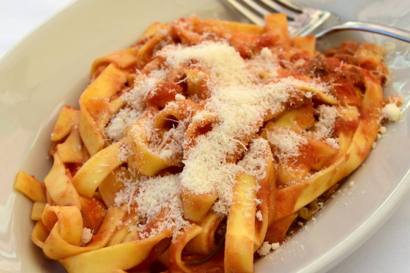 Szaftos bolognai ragu pulykahúsból: az apróra vágott gombától lesz igazán finom
