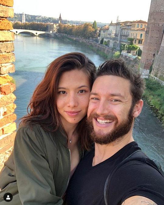 Shane Tusup 2019. november 4-én ezzel a közös fotóval mutatta be barátnőjét.