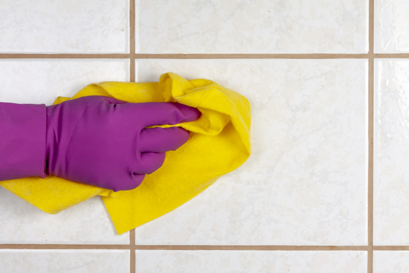 Leszedi a csempére fröcskölt, makacs olajfoltokat ez a házi keverék: patyolat lesz a konyha fala