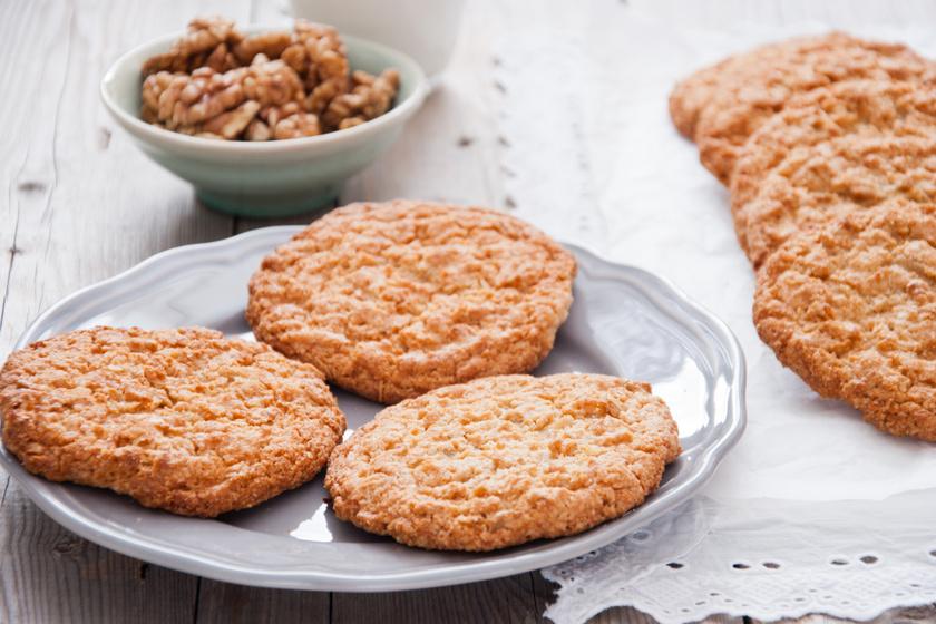 Diós, zabpelyhes kekszek: édes, rostgazdag finomság