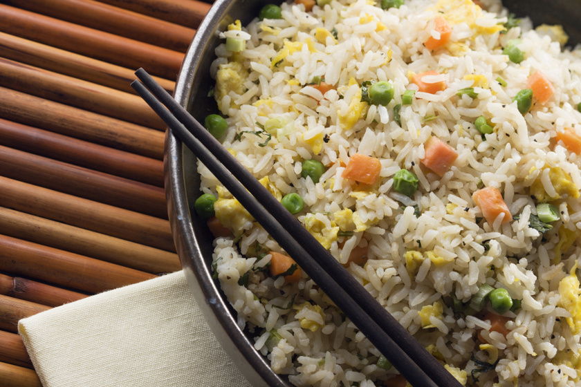 Serpenyős tojásos sült rizs: szupergyors kínai finomság otthon