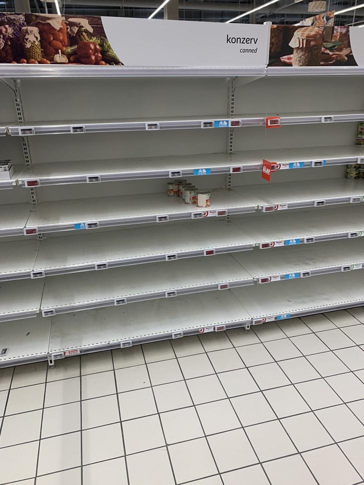 Olvasónk fotója az Auchanból.