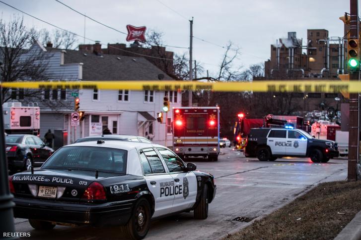 Rendőrök a szerdai lövöldözés helyszínén