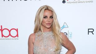 Íme a videó, melyben Britney Spears eltöri a lábát