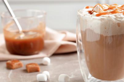 Édes koffeinbomba a karamellás latte: szinte olyan, mint egy desszert