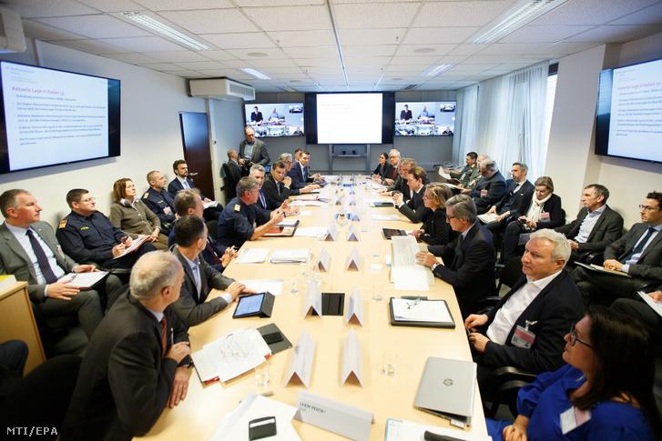 A koronavírus olaszországi megjelenése miatt összehívott osztrák katasztrófavédelmi munkacsoport megbeszélése Bécsben 2020. február 24-én.
