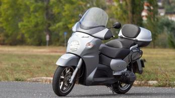 Használt: Aprilia Scarabeo 500 – 2003.