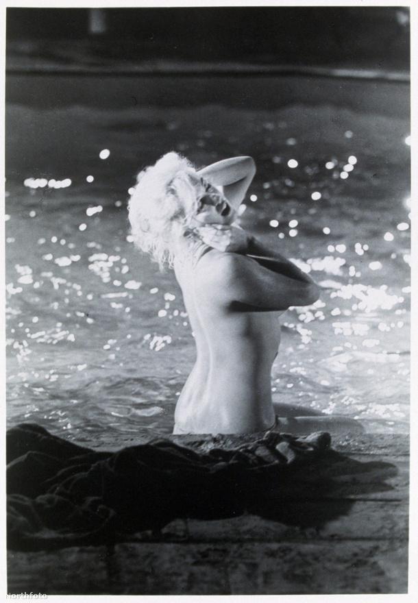 Marilyn ledobja a textilt a legutolsó, befejezetlen filmje, a Something's Got to Give egyik jelenetében, 1962-ben.