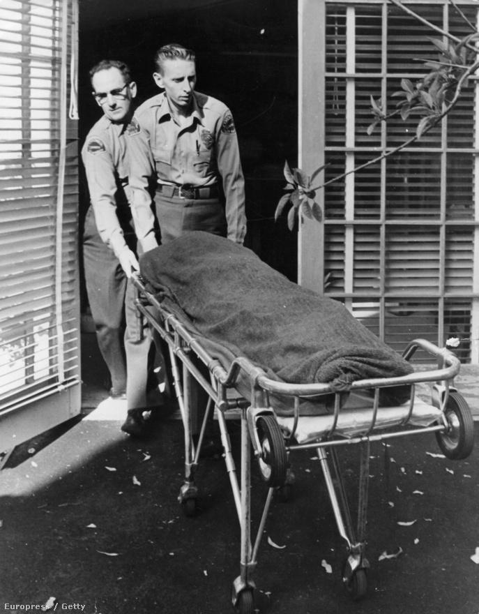Marilyn Monroe 1962. augusztus 5-i halála máig az összeesküvéselmélet-hívők egyik kedvenc témája. Tény, hogy az ekkor már labilis idegzetű színésznő alvászavarokkal küzdött és erős nyugtatókon élt, de hogy a halálos dózisú gyógyszeradagot ő maga, a CIA vagy a Kennedyk piszkos ügyeinek kiszivárgásától tartó maffia juttatta-e a szervezetébe, valószínűleg örök titok marad.