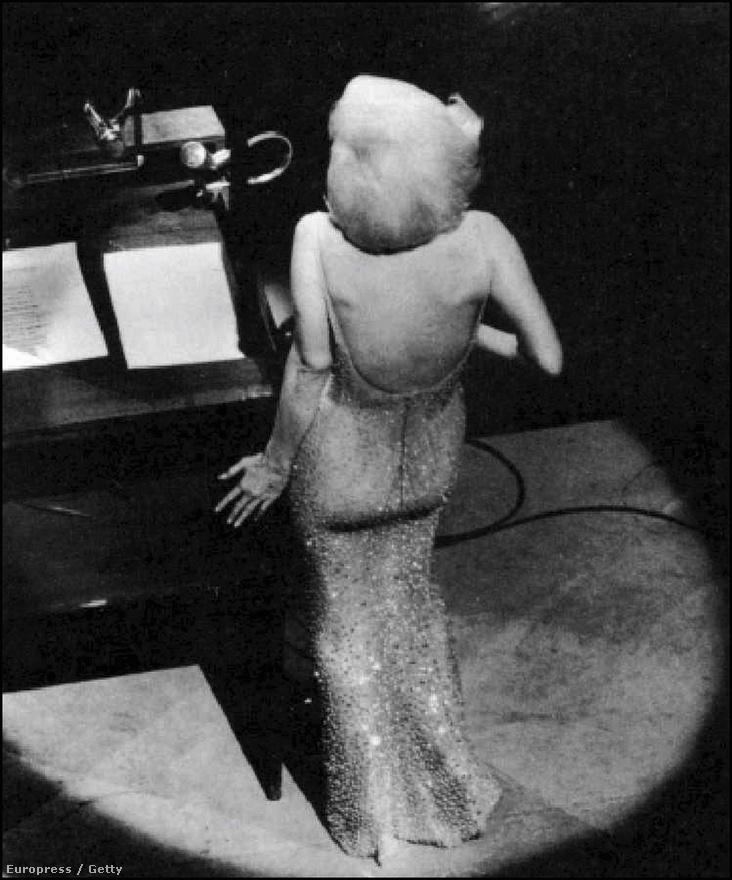 1962. május 19-én a New York-i Madison Square Gardenben rendeztek nagyszabású ünnepséget John F. Kennedy 45. születésnapja alkalmából. A szexdíva, akit sokan az elnök titkos szeretőjének tartottak, itt énekelte el a Happy Birthday és a Thanks for the Memory átírt változatát.