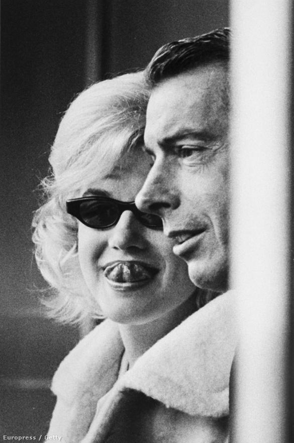 A színésznő a válásuk után is találkozgatott azért Joe DiMaggióval. Itt épp a Yankee Stadiumban néznek meccset 1961-ben.
