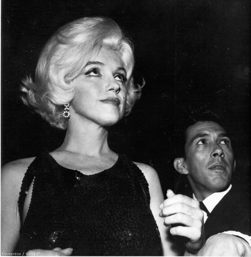 A szőke színésznő, percekkel azelőtt, hogy átveszi a Henrietta-díjat a Los Angeles-i Beverly Hilton Hotelben rendezett Golden Globe-gálán, 1962. március 5-én.