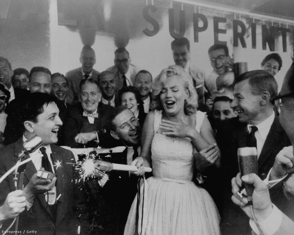 1957. július 8-án a Rockefeller Center Sidewalk Superintendents Clubjában.