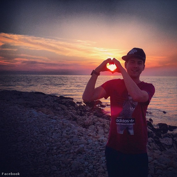 Fluor Tomi romantikus