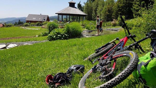Közeli sógorság: bringával a Hochwechsel-en
