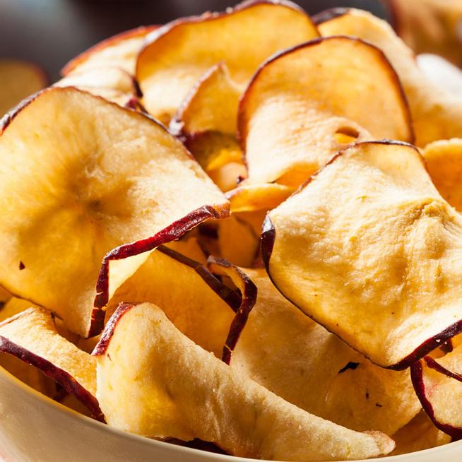 Mennyei fahéjas almachips házilag, amit büntetlenül ehetsz: fillérekből készül